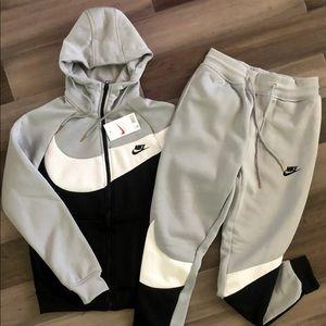 Nike Men's Grey Swoosh Sweatsuit Set